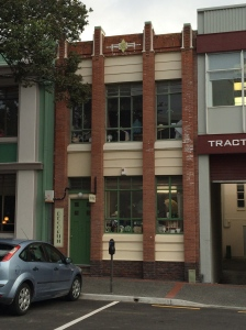 Is this not a precious little  office building / shop? The whole city is lousy with them.